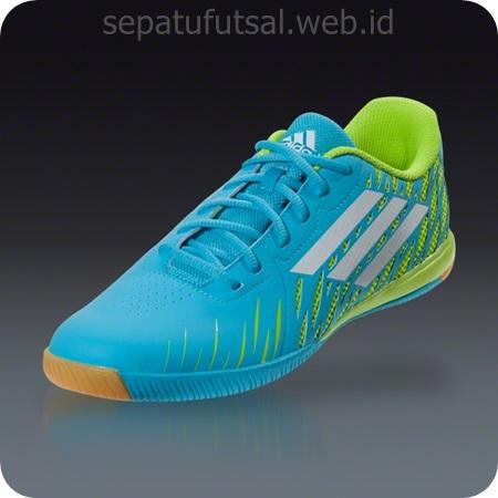 Berikut ini gambar adidas Freefootball SpeedTrick